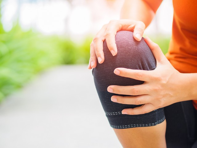 knee pain Newington